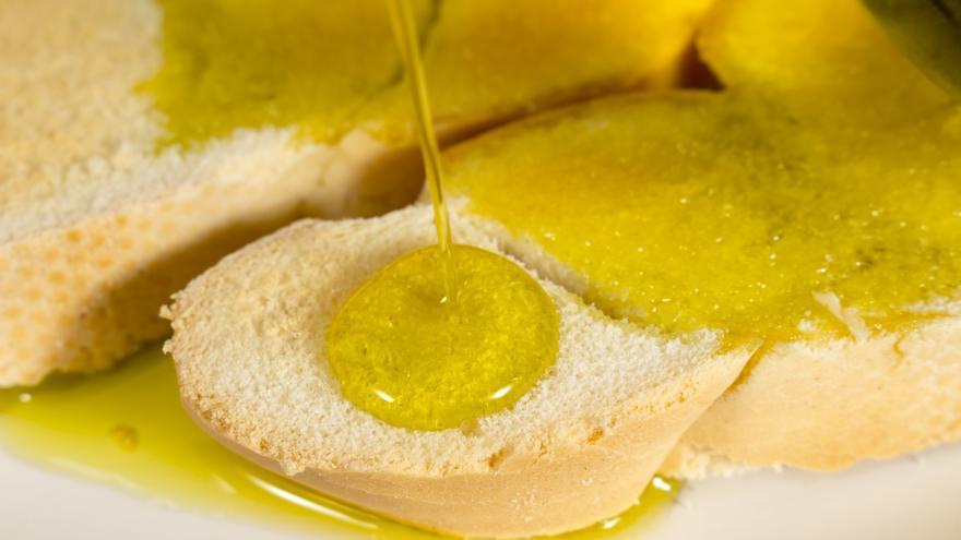 La dieta mediterránea con su aceite de oliva, perfecta para perder peso y mantenerse joven