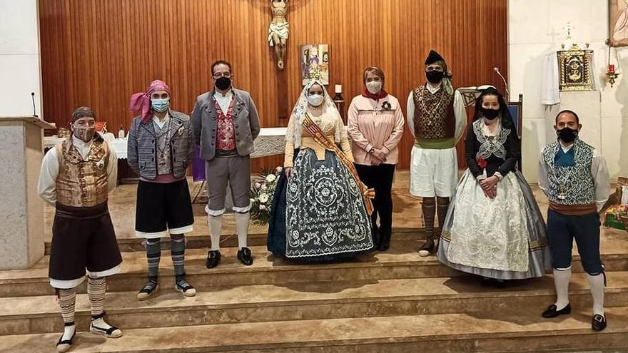 La fallera mayor y presidentes de Benetússer, en la misa a San José