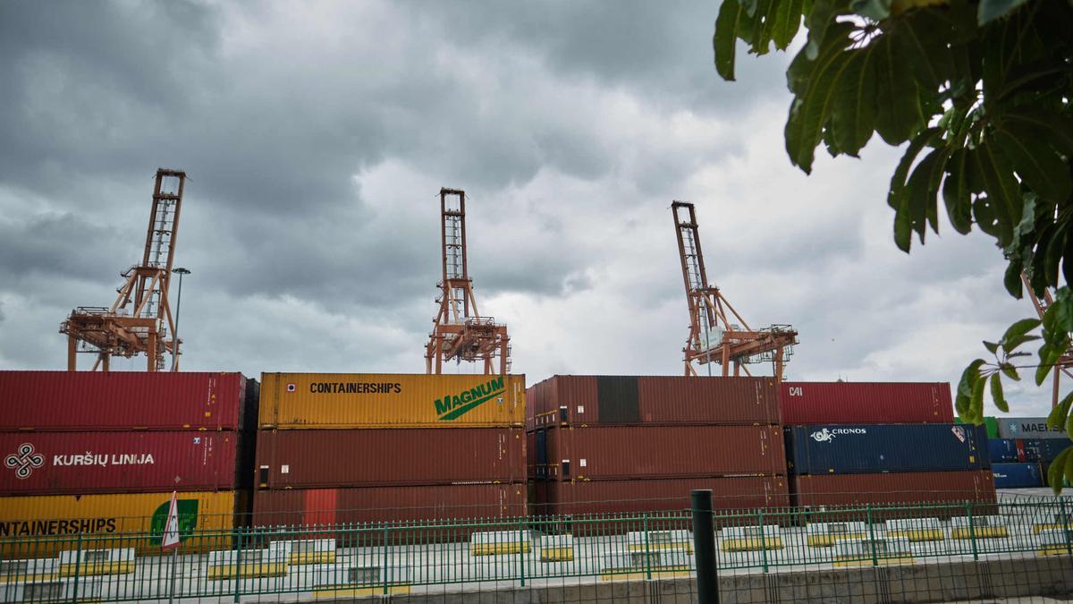 Contenedores de mercancías en el puerto de Santa Cruz de Tenerife