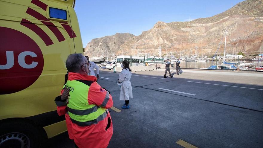 Una patera llega por sus propios medios a Santa Cruz de Tenerife