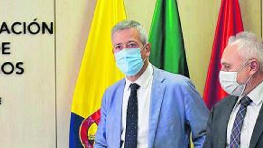 """Madrid """"nos ha dejado solos"""", clama la patronal ante la grave crisis de las Islas"""