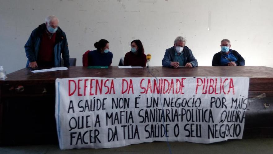 """Una concentración llama a defender una sanidad pública """"al borde del colapso"""""""