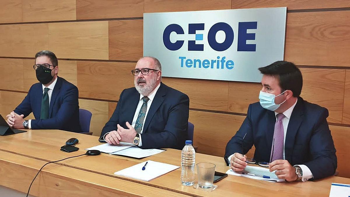 De izquierda a derecha, Juan Miguel López, Pedro Alfonso y Jorge Hodgson.