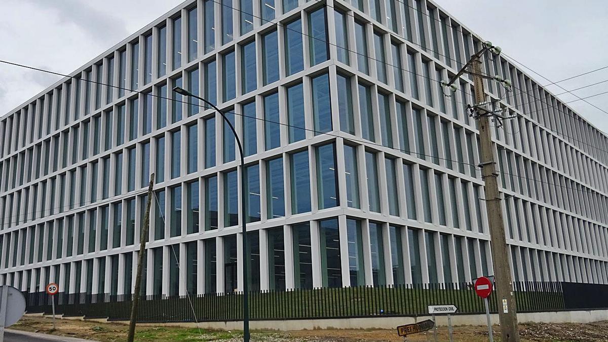 El nuevo edificio de la sede de Inditex muestra su fachada | LA OPINIÓN