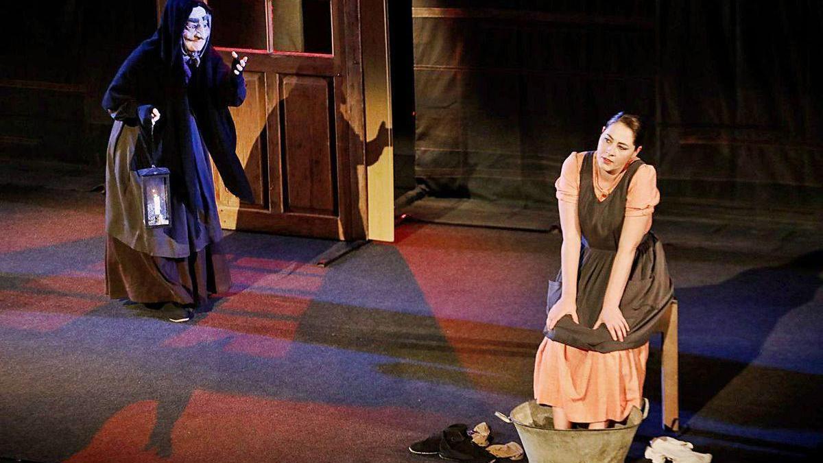 Un instante de la representación de la obra, ayer, en el Teatro Jovellanos.