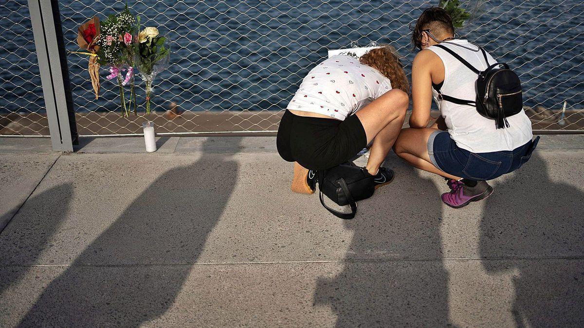 Homenatge amb flors a les nenes assessinades a Tenerife