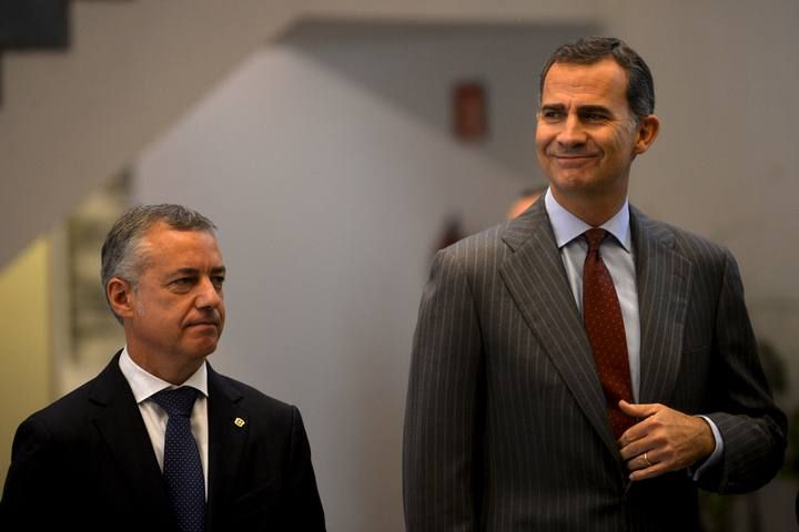Spain's King Felipe and Basque premier Inigo Urkullu take part in the opening of the National Congress of Family Businesses at the Palacio Euskaldun in Bilbao