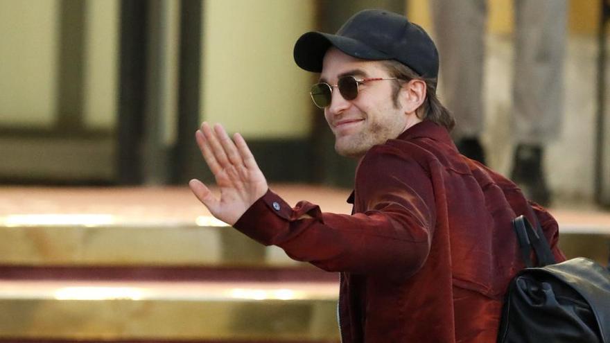 Robert Pattinson arriba a Sant Sebastià amb esbroncada