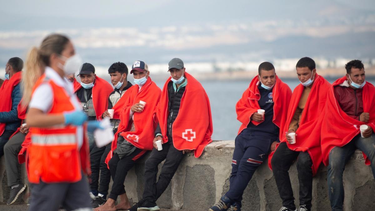 Rescatan a 67 magrebíes de dos pateras en aguas al sur de Gran Canaria