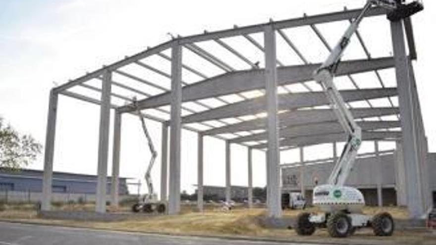 Una empresa instal·lada al centre logístic fa un any amplia per l'increment de vendes
