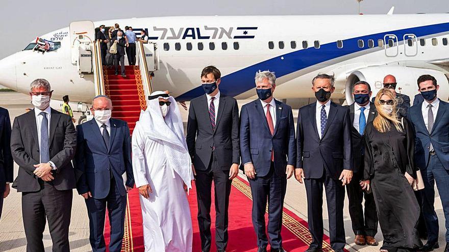 Israel i Emirats Àrabs Units acosten relacions amb un històric vol comercial
