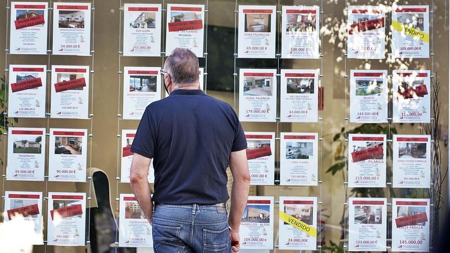 El fondo buitre KKR vende una cartera de 561 inmuebles en Galicia por 32 millones