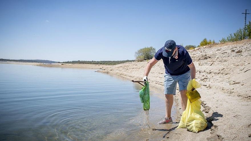 SEO/BirdLife evalúa la cantidad de basura en el embalse de Cúber