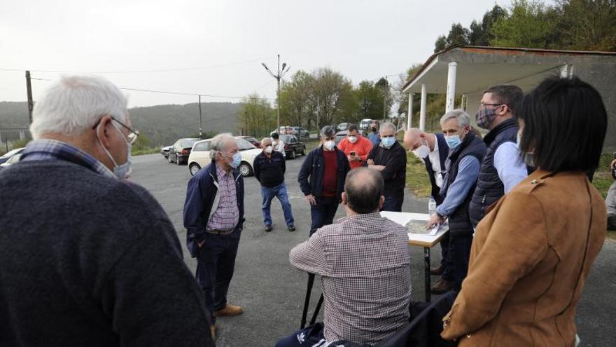Una veintena de lalinenses constituye una plataforma contra el parque eólico