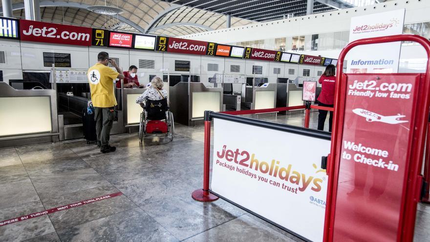 Benidorm presenta un plan ante Reino Unido para abrir un corredor aéreo con 10.000 turistas semanales