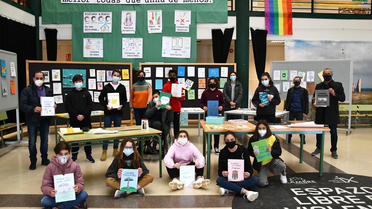 Exposición 'Atlas do Cambre pequeniño' realizada por alumnos del IES Afonso X O Sabio.