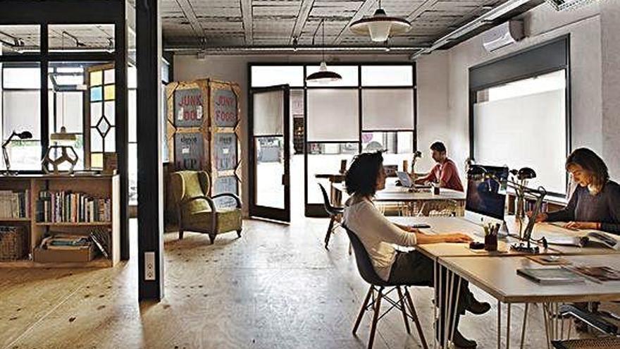 Coworking l'Escala proposa compartir la creativitat en un espai polivalent