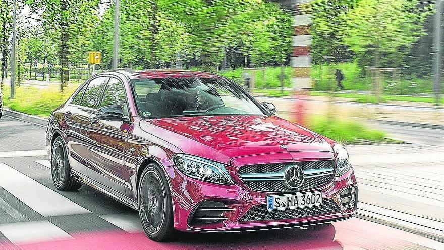 Mercedes-Benz introduce nuevos equipamientos en su Clase C