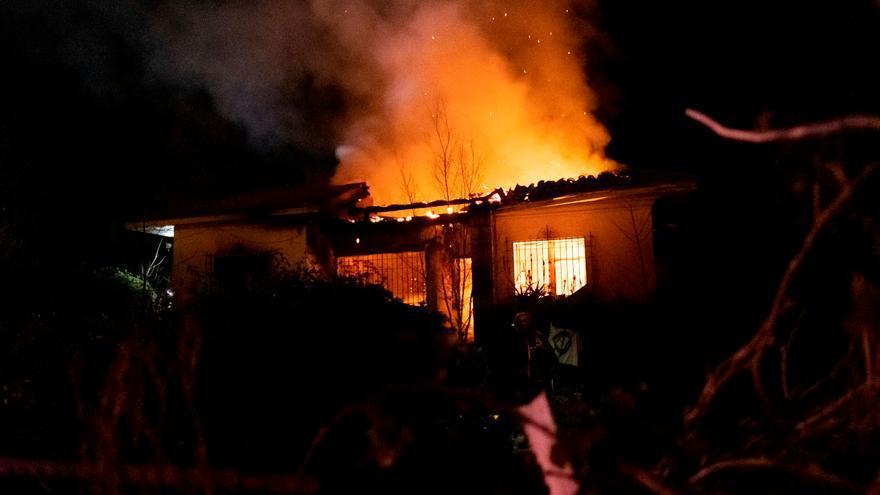 """Fallece uno de los dos heridos en el incendio de una casa """"okupada"""" en Ribadesella"""