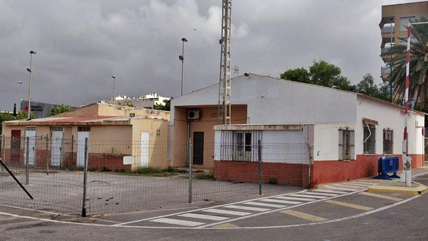 El PSOE vuelve a reclamar la retirada del techo de amianto