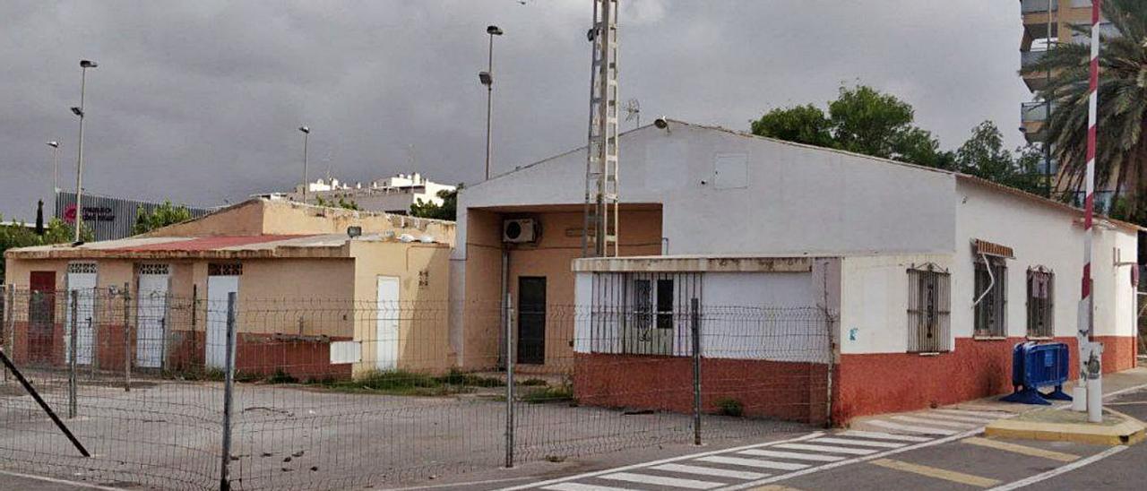 La antigua sede de Cruz Roja en Santa Pola, situada junto al mercadillo de Viguetas.  