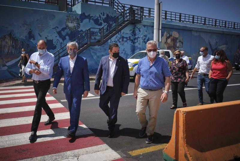 Román Rodríguez visita el Puerto de Los Cristianos