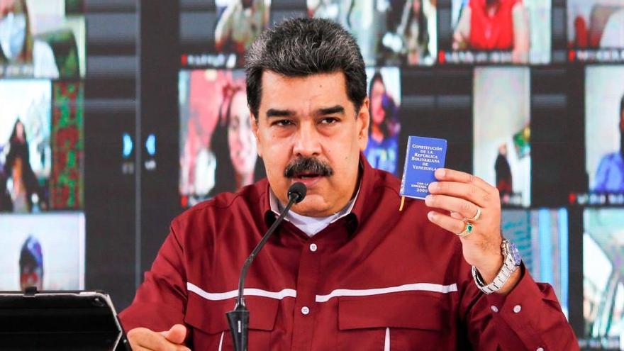 """Maduro insta a la UE a enviar una """"comisión"""" que observe las legislativas """"en privado"""""""