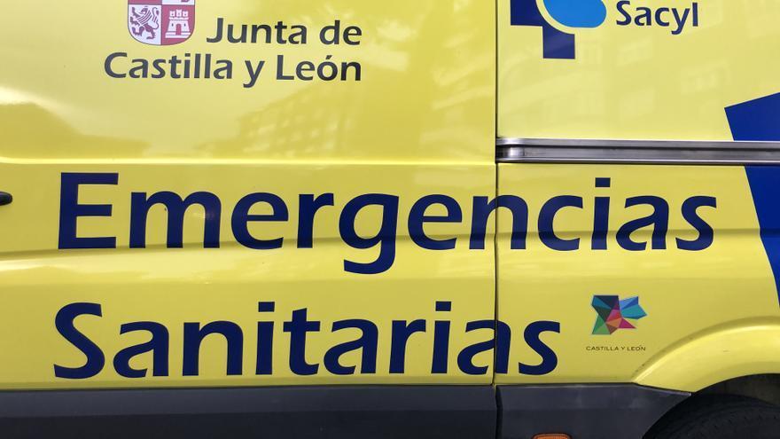Herido un camionero tras volcar en la A-6, a la altura de Villalpando, en Zamora