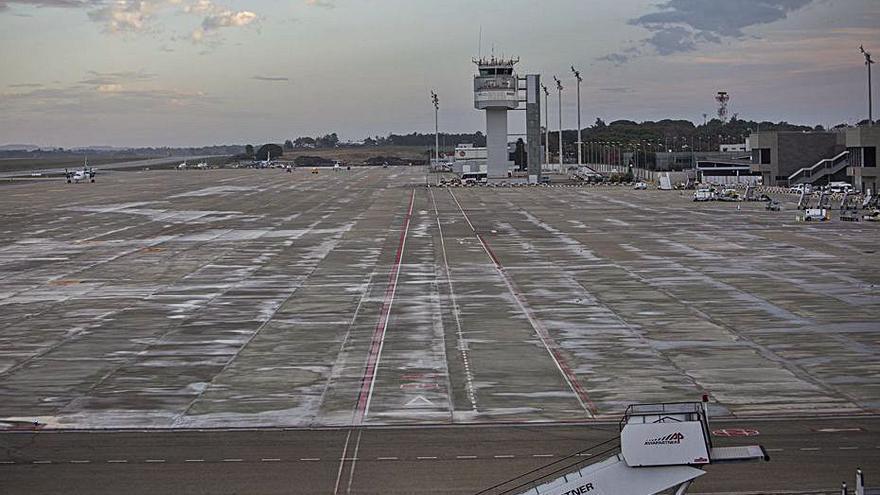 L'aeroport encadena tretze mesos a la baixa i rep només 648 passatgers al mes d'abril