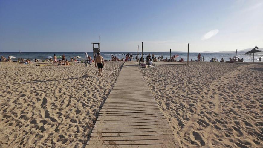 La playa de Ciutat Jardí se ha reabierto hoy al baño