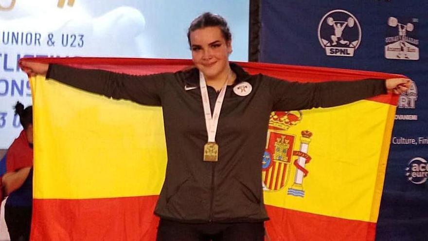 La coruñesa Irene Blanco, bronce en arrancada en el Europeo júnior