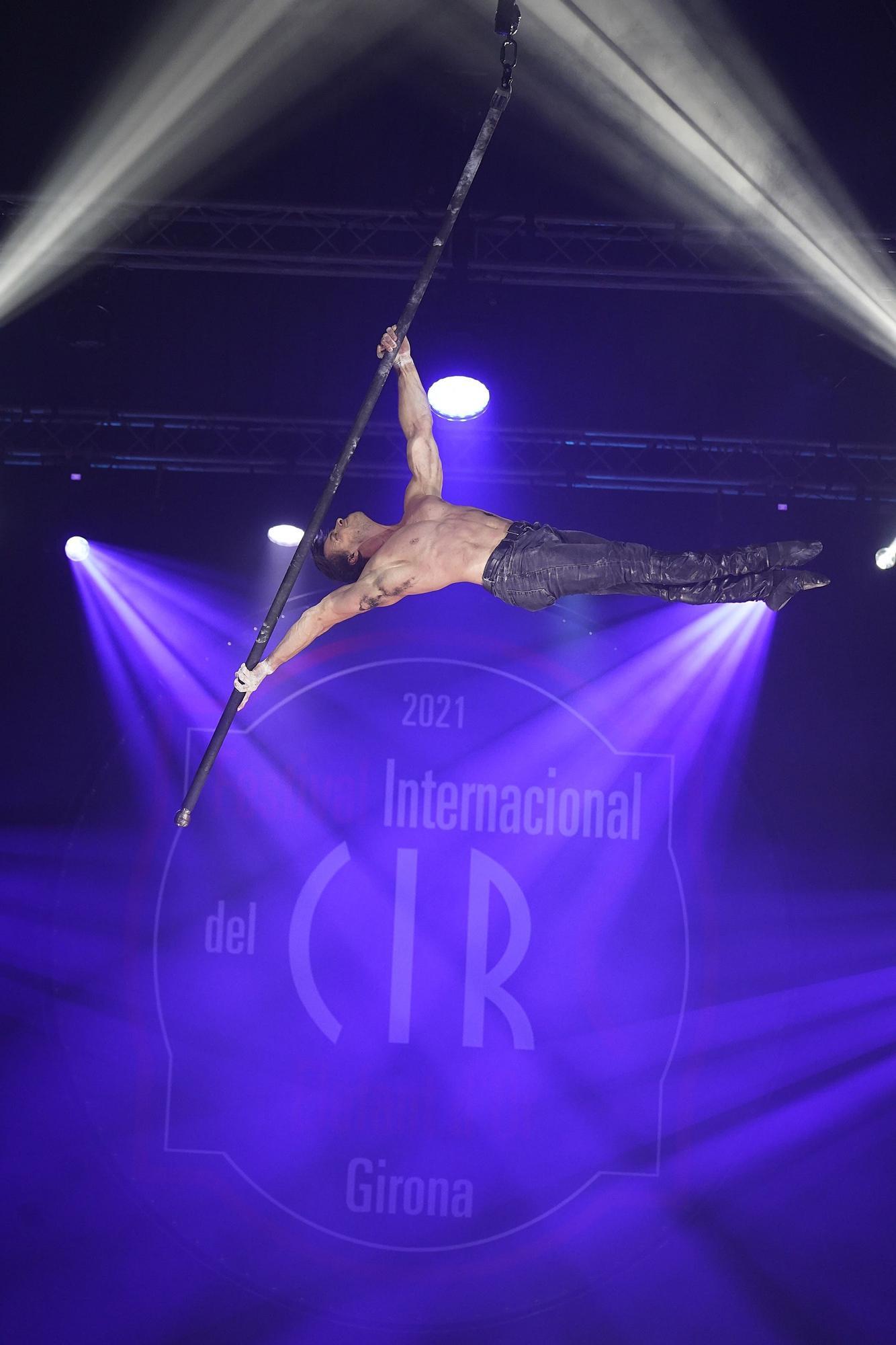 Espectacle vermell del Festival Internacional del Circ Elefant d'Or de Girona