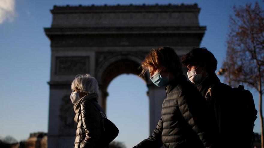 """Francia estudia volver a un """"confinamiento duro"""" por la oleada de contagios"""