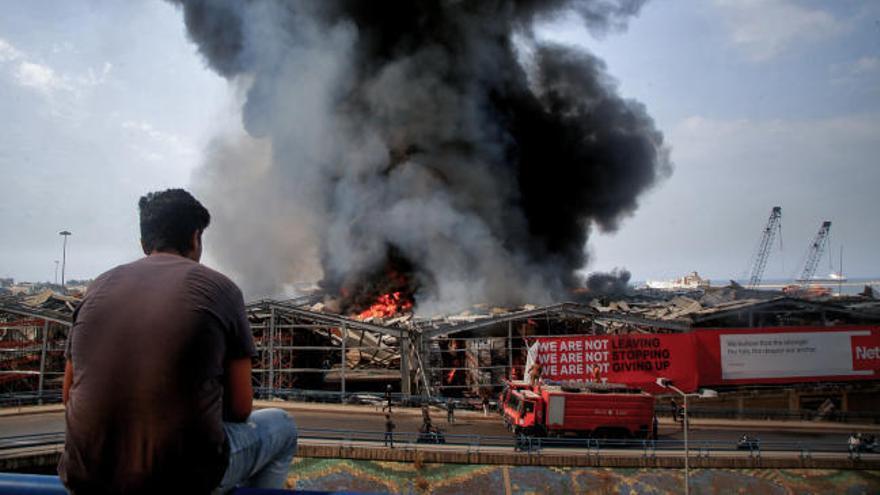Registrado un gran incendio en el puerto de Beirut