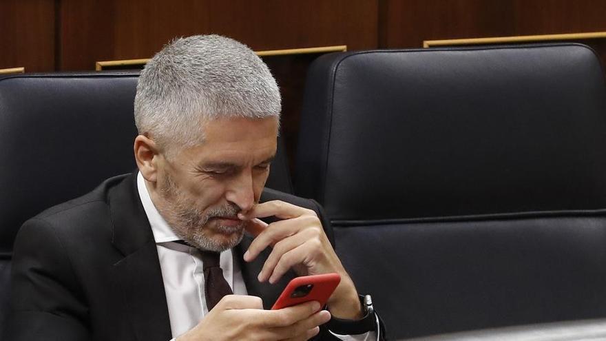 """Marlaska se ve víctima de una """"causa general"""" y el PP le señala """"el banquillo"""""""