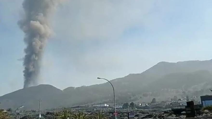 Así está el volcán de La Palma hoy domingo 17 de octubre.