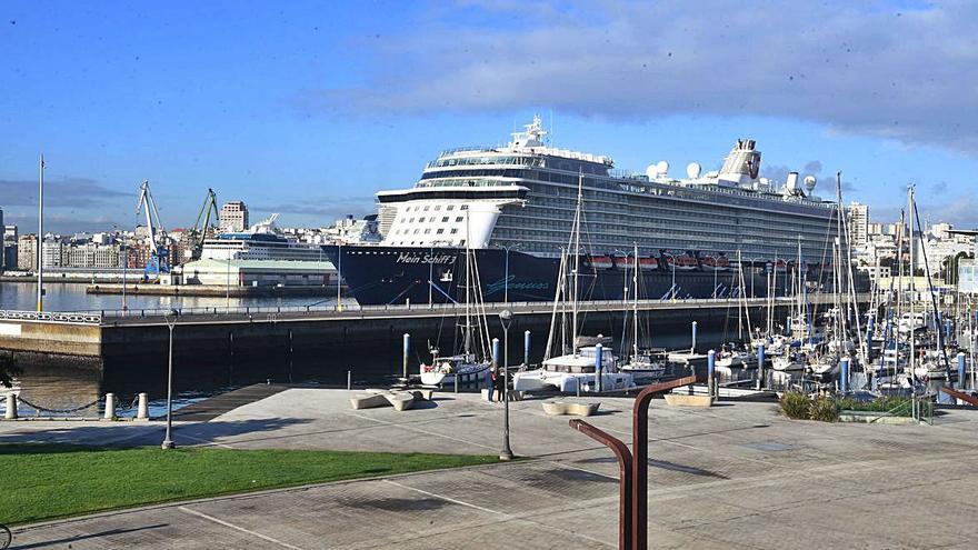 Detectados dos positivos por COVID en uno de los cruceros que hizo escala en A Coruña