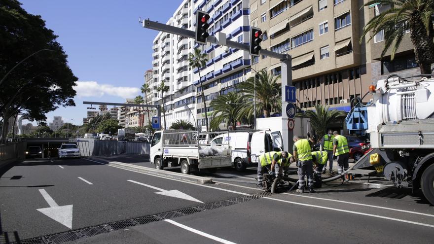 La rotura de un imbornal provoca  el cierre del túnel  de la plaza de España