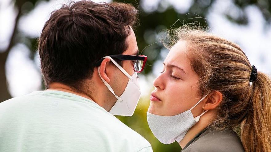 Sabies que fer petons ajuda a perdre pes?