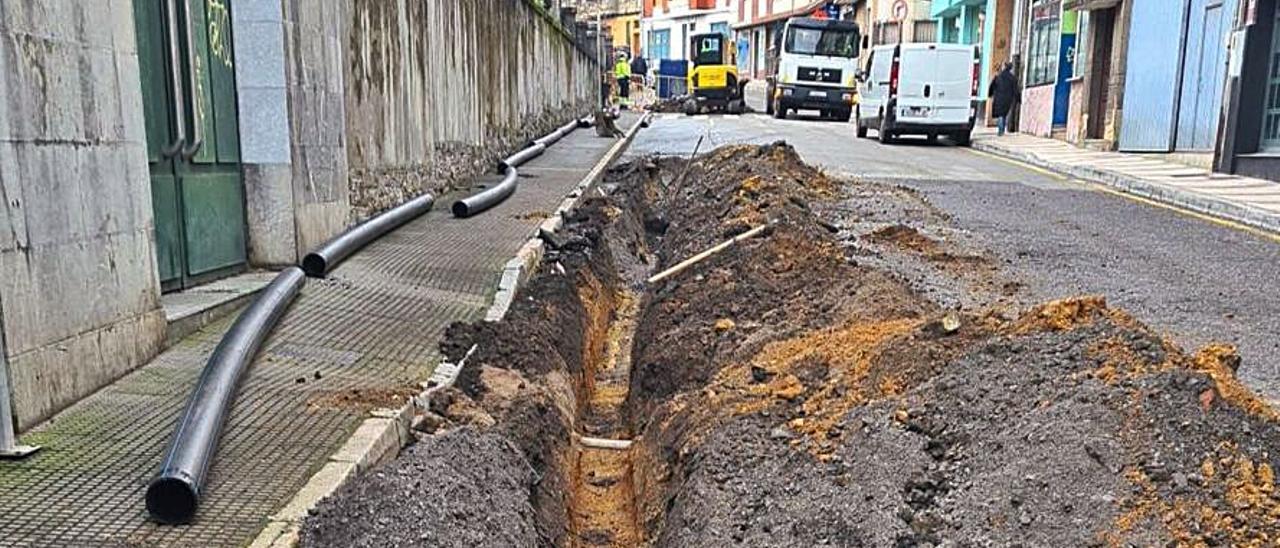 Los trabajos en la calle Martínez de Tena.   S. Arias