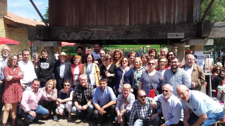 Debate con Cayo Lara sobre pensiones en la Casona de la Montaña de Oviedo