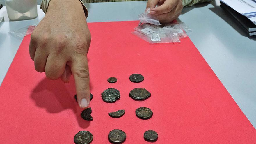 Elda restaurará 60 monedas del siglo III a.C. a la Edad Media en riesgo de desintegración