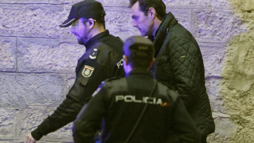 Prisión sin fianza para el yerno de la viuda del expresidente de CAM