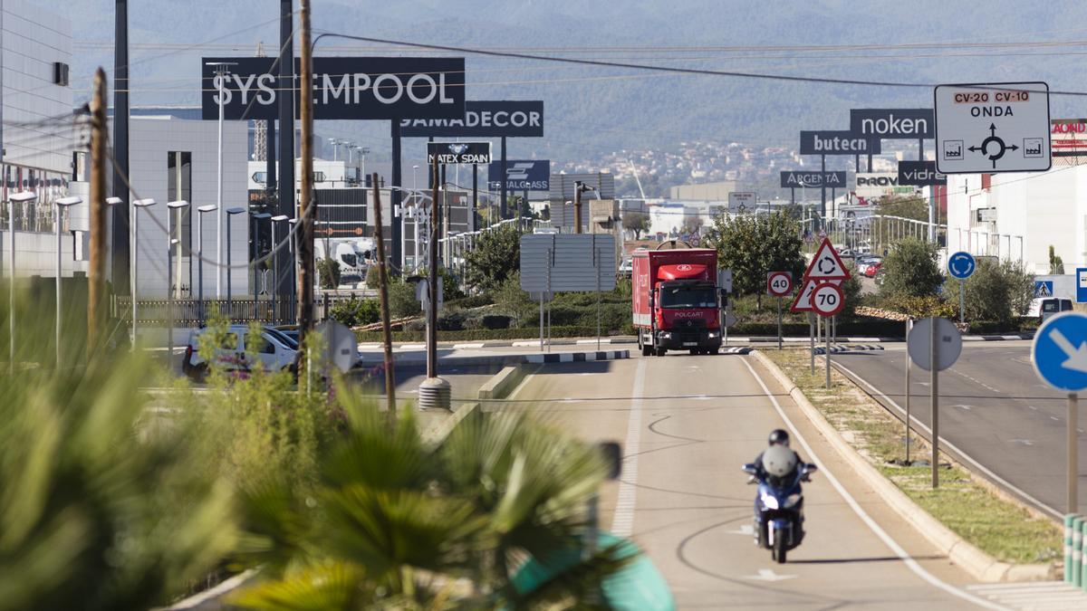 La ubicada a ambos lados de la carretera de Onda es la zona industrial de mayor superficie de Vila-real.