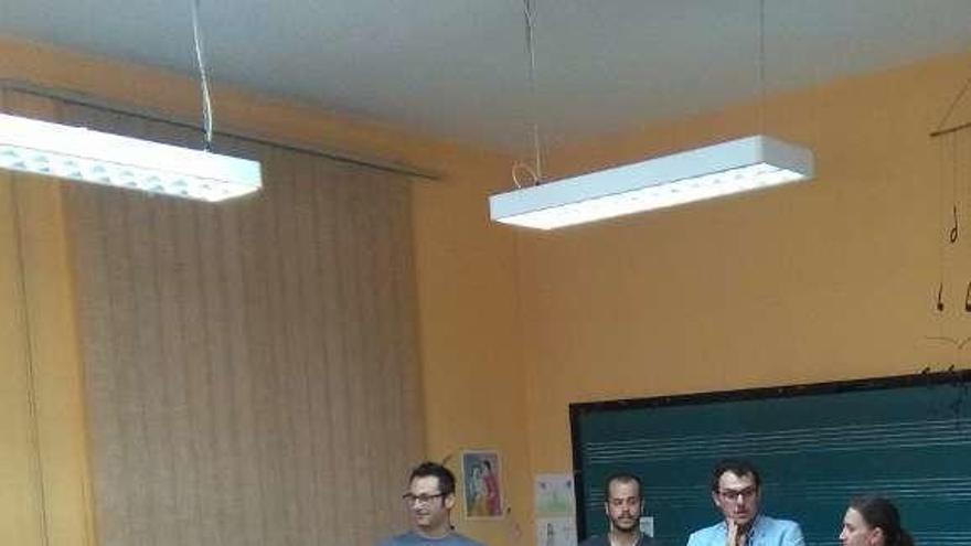 Autoridades y profesores inauguran un curso en la Escuela.