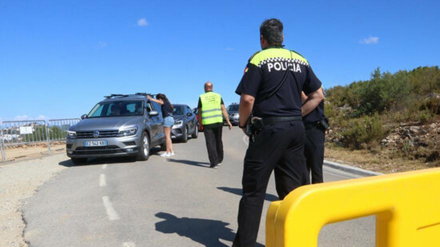 La regulació al cap de Creus redueix un 65% els vehicles a la punta i evita l'entrada de 12.000 més a les cales de Roses