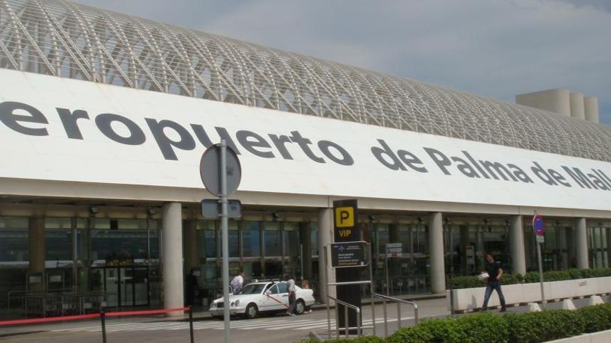 Una trabajadora del aeropuerto de Palma muere tras ser agredida por un turista
