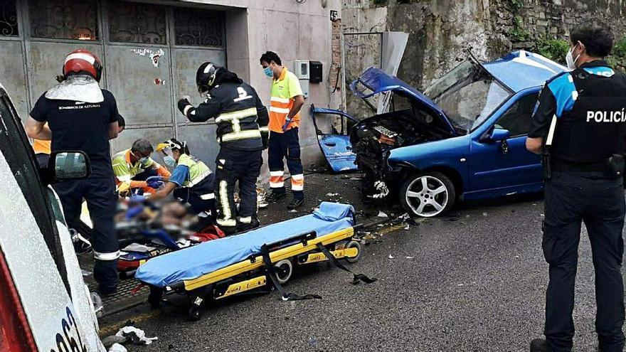 Un mierense de 19 años, muy grave tras un choque en Barredo