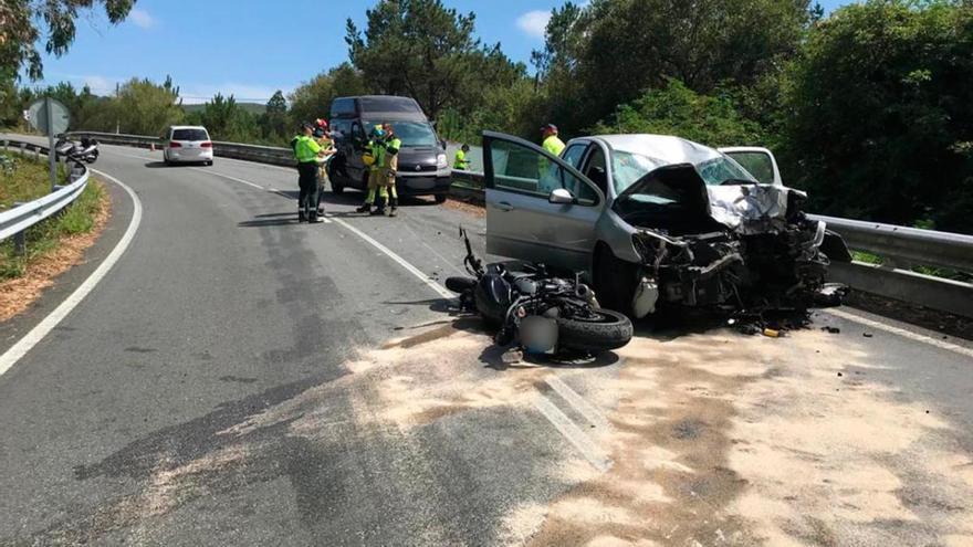 Un motorista de 27 años fallece tras colisionar contra un turismo en Dumbría