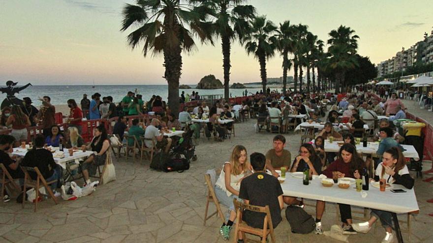 Focs artificials, oci nocturn i  platges obertes a la Costa Brava